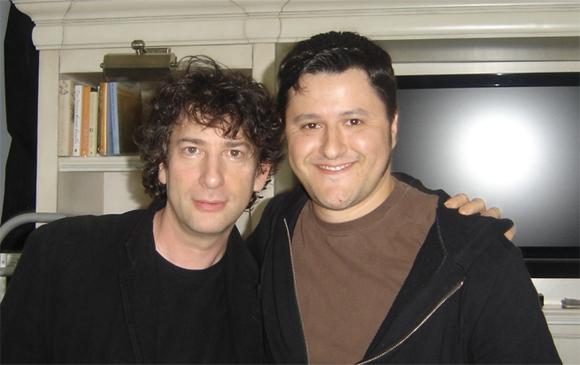 Fábio M. Barreto com o autor britânico Neil Gaiman